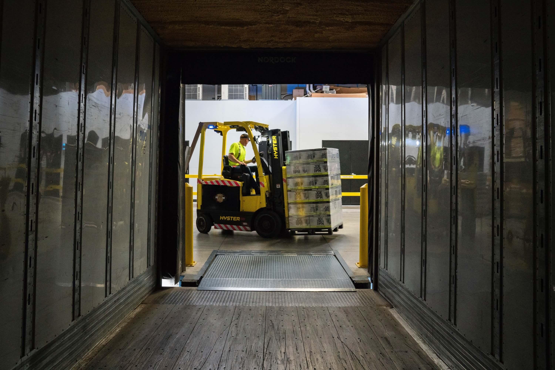Nehezebb, nagyobb méretű árut szeretne tárolni? Próbálja ki nagyobb teherbírású polcainkat.