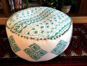 Indický vyšívaný puf taburet - ruční práce, podsedák, sedací pytel, sedací taburet z Indie, bílý se zelenou výšivkou, DOPRAVA ZDARMA