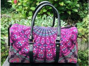 Mahari textilní mandala taška - indická cestovní kabela na jógu, fialové paví péra, DOPRAVA ZDARMA