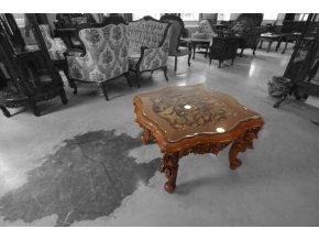 Reliéfní stolek