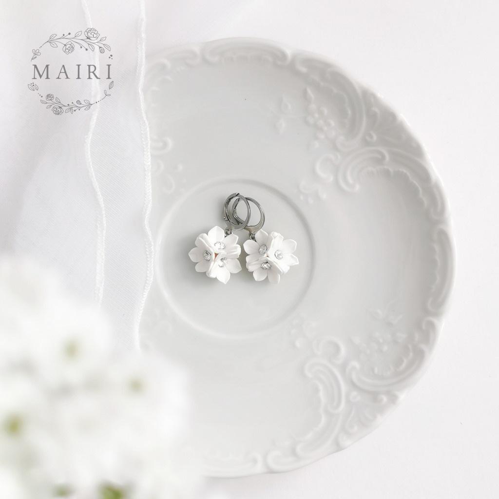 Mairi svatební květinové náušnice bílé