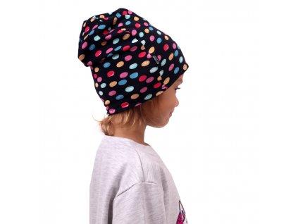 Dětská čepice bavlněná, oboustranná, černá+lentilky na modré, S