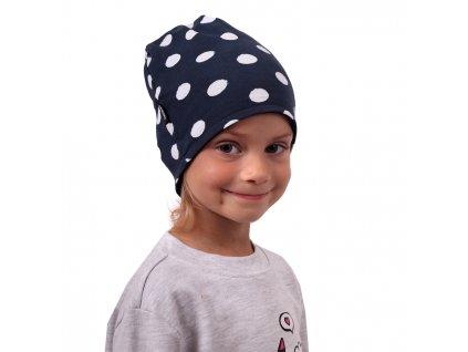 Dětská čepice bavlněná, oboustranná, černá+modrá s puntíky, S