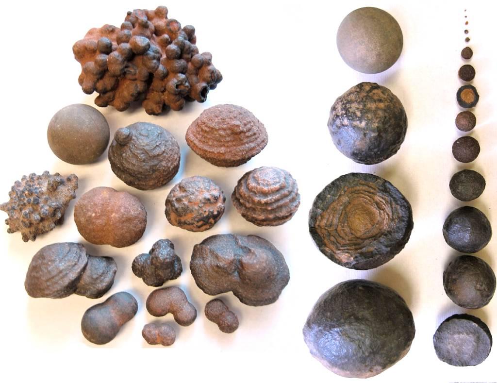Různé tvary Moqui Marble.