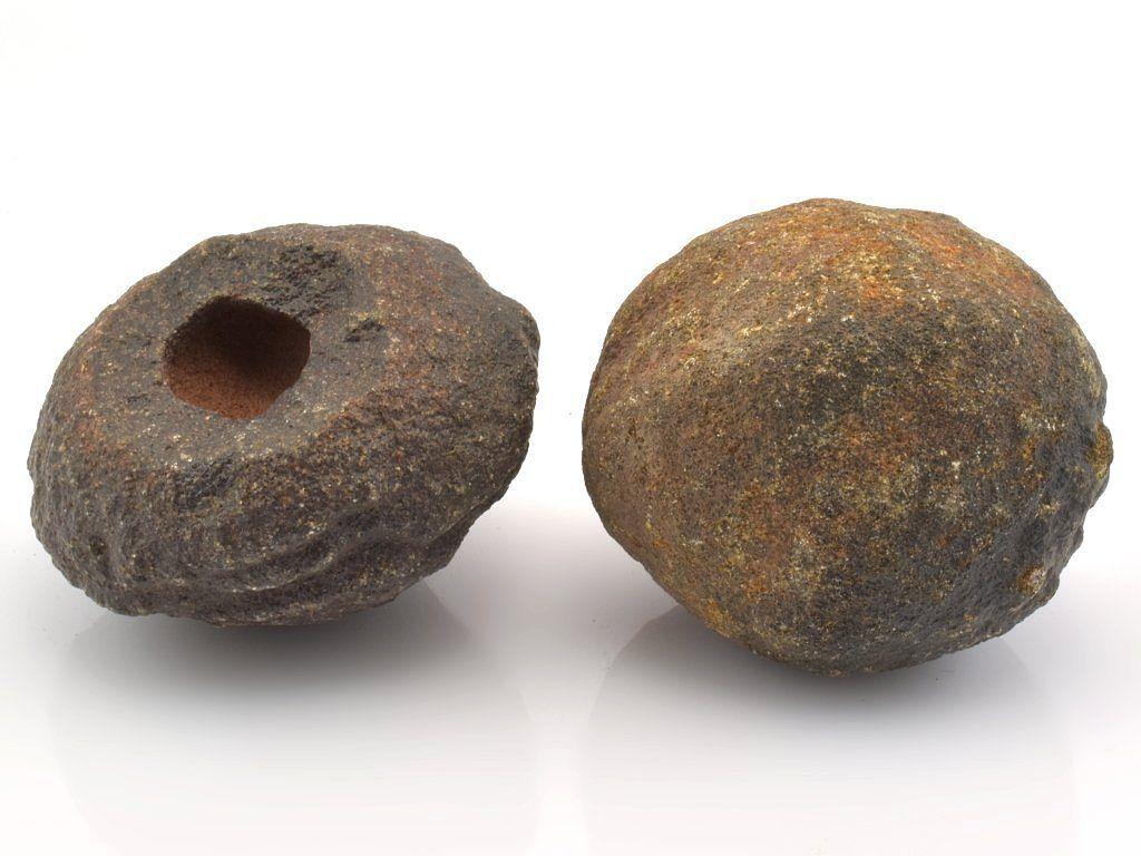 Moqui marbles. Rozměry: 3,5 a 3,5 cm; Hmotnost: 33 a 39g; Lokalita: Utah (USA)