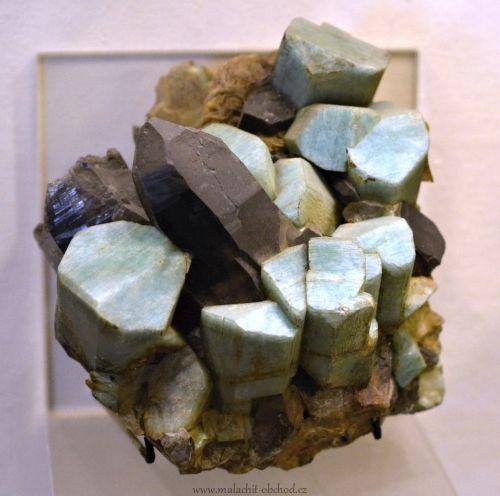 mineraly-amazonit-mikroklin-usa