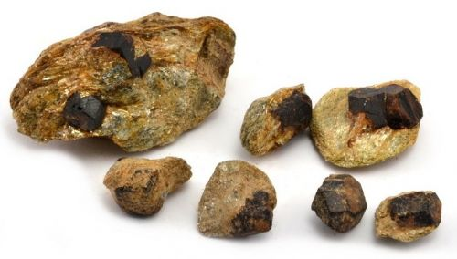 granaty-almadin-sobotin-granatova-skala