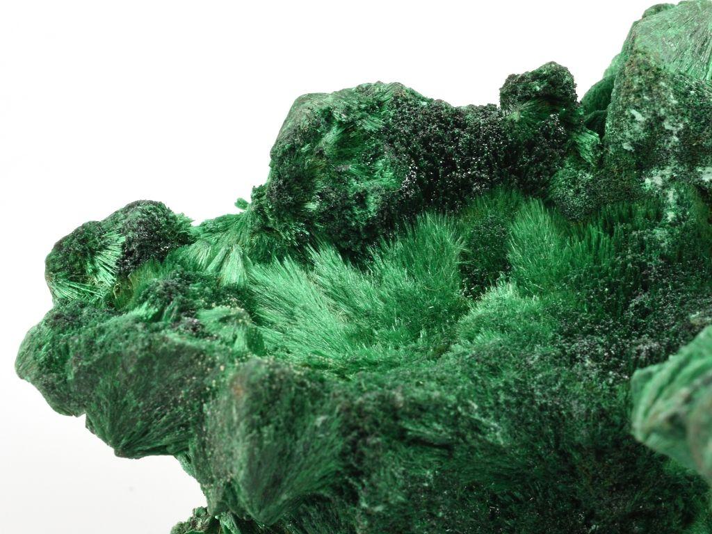 Krystaly malachitu, velikost výřezu cca 3,0 cm.