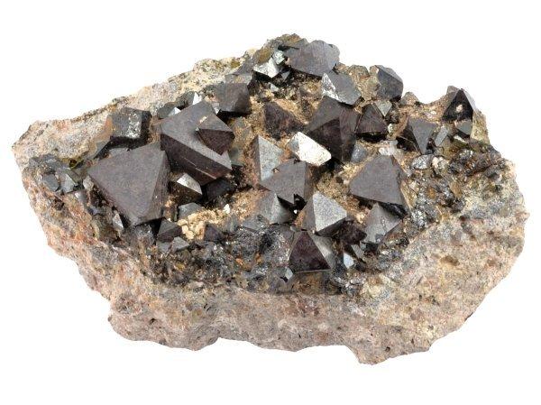 magnetit-atlas-drahych-kamenu-mineralu