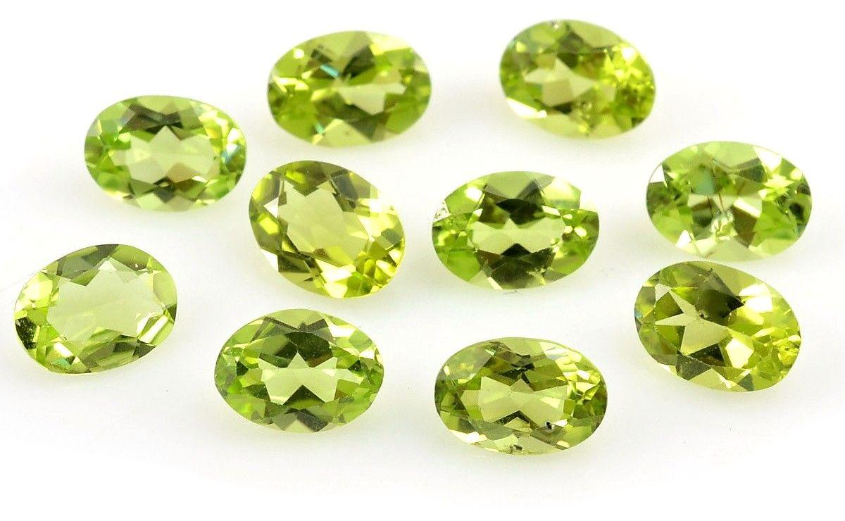 Broušené kameny olivínu.