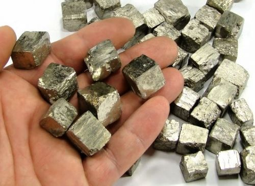 pyrit-krystaly