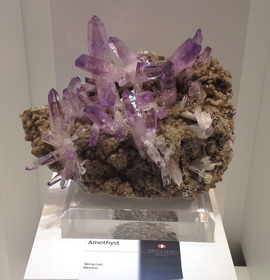 vystava-mineralu-mnichov-ametyst