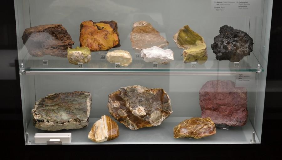 opaly-v-expozici-muzea-v-trebici