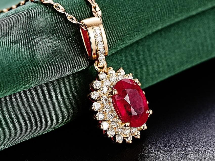 rubin-cervene-kameny