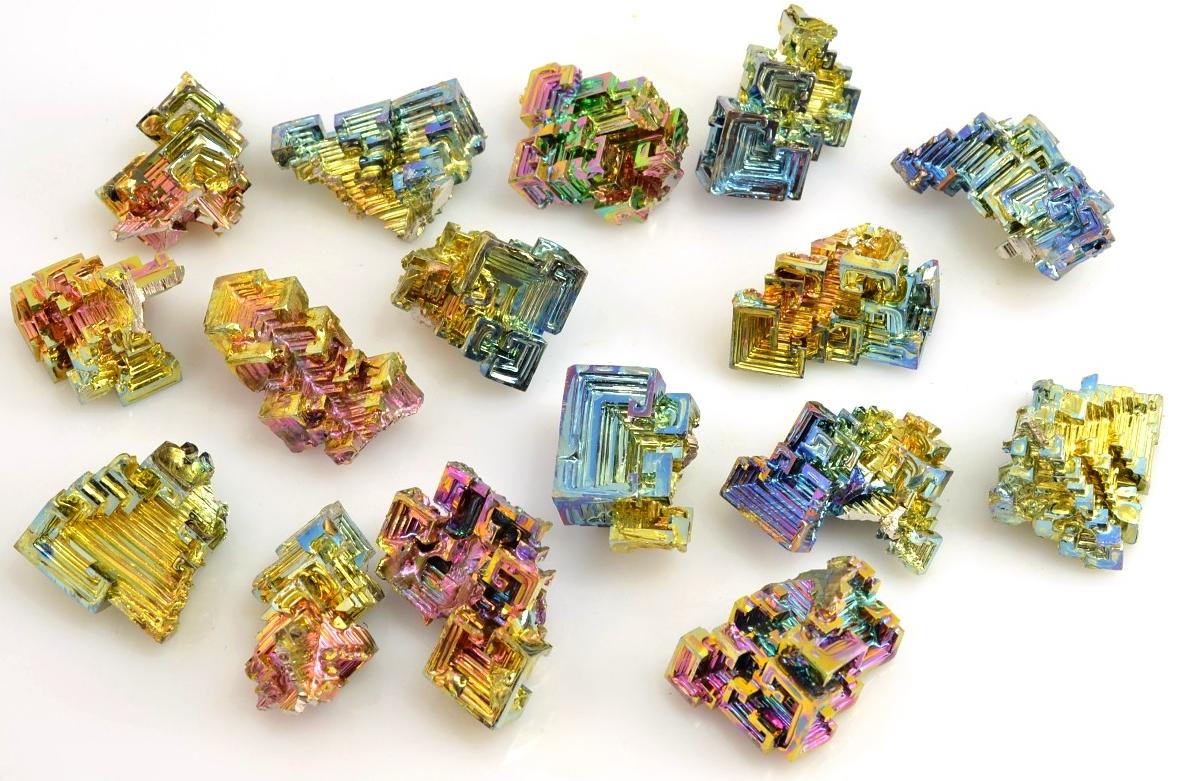 iridiscence-bismut-krystaly