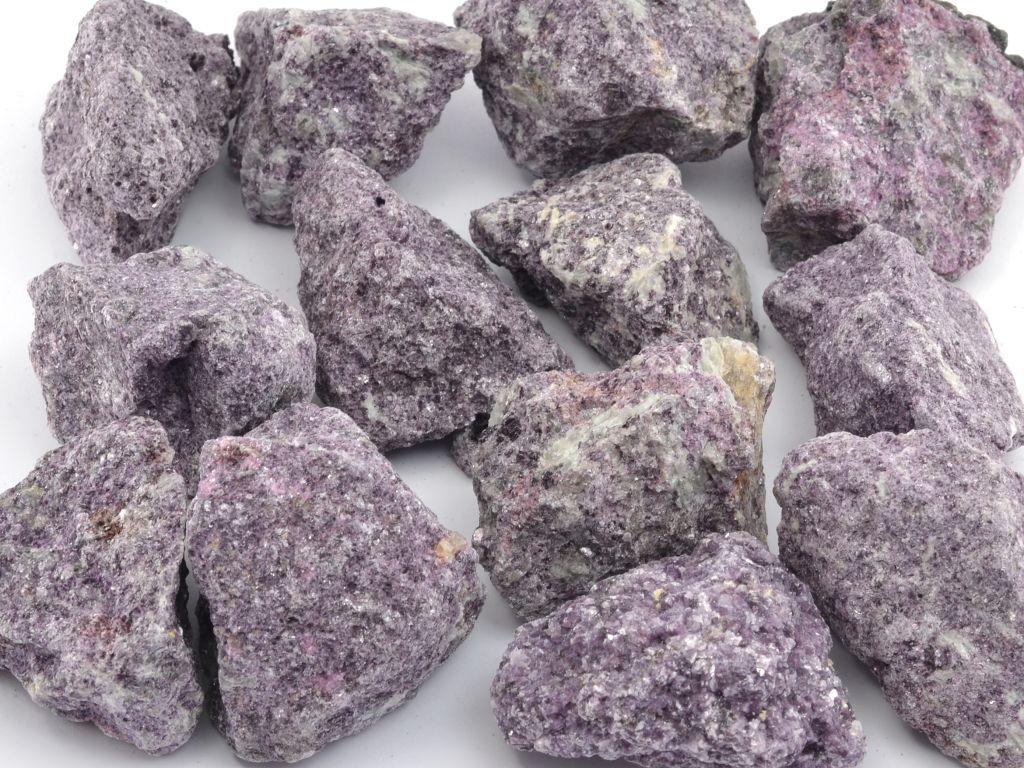 lepidolit-1ks-kamen