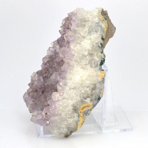 podstavec-pod-mineraly