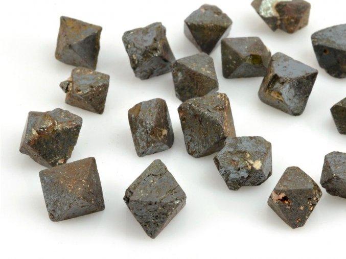 Magnetit krystal (1ks)