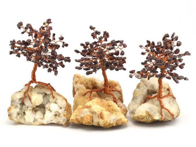 Stromeček štěstí, granát na křišťálu