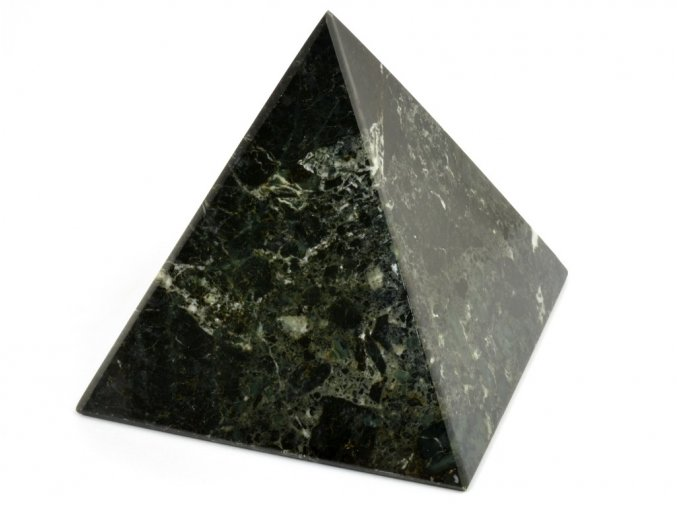 aragonit pyramida cerna 12