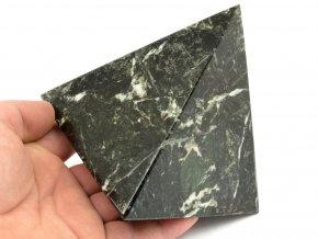 aragonit pyramida cerna 6b
