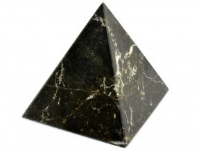 aragonit pyramida cerna 15