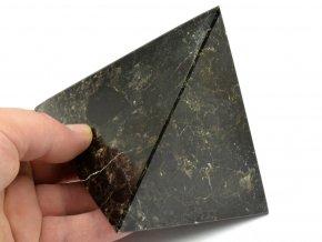 aragonit pyramida cerna 16
