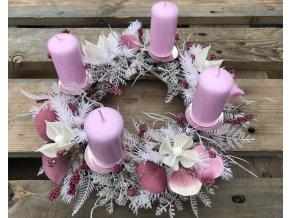 Adventní věnec růžový