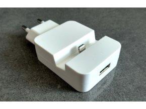 Nabíječka se stojánkem na iPhone a USB vstupem