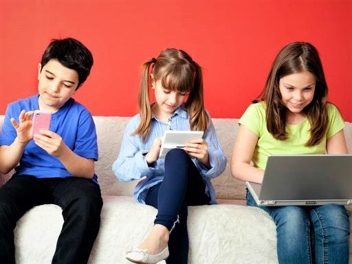 Deti potrebujú viac času na hranie, než hranie sa s technológiou