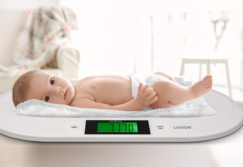 Luvion-exact-75-babyweegschaal-met-baby