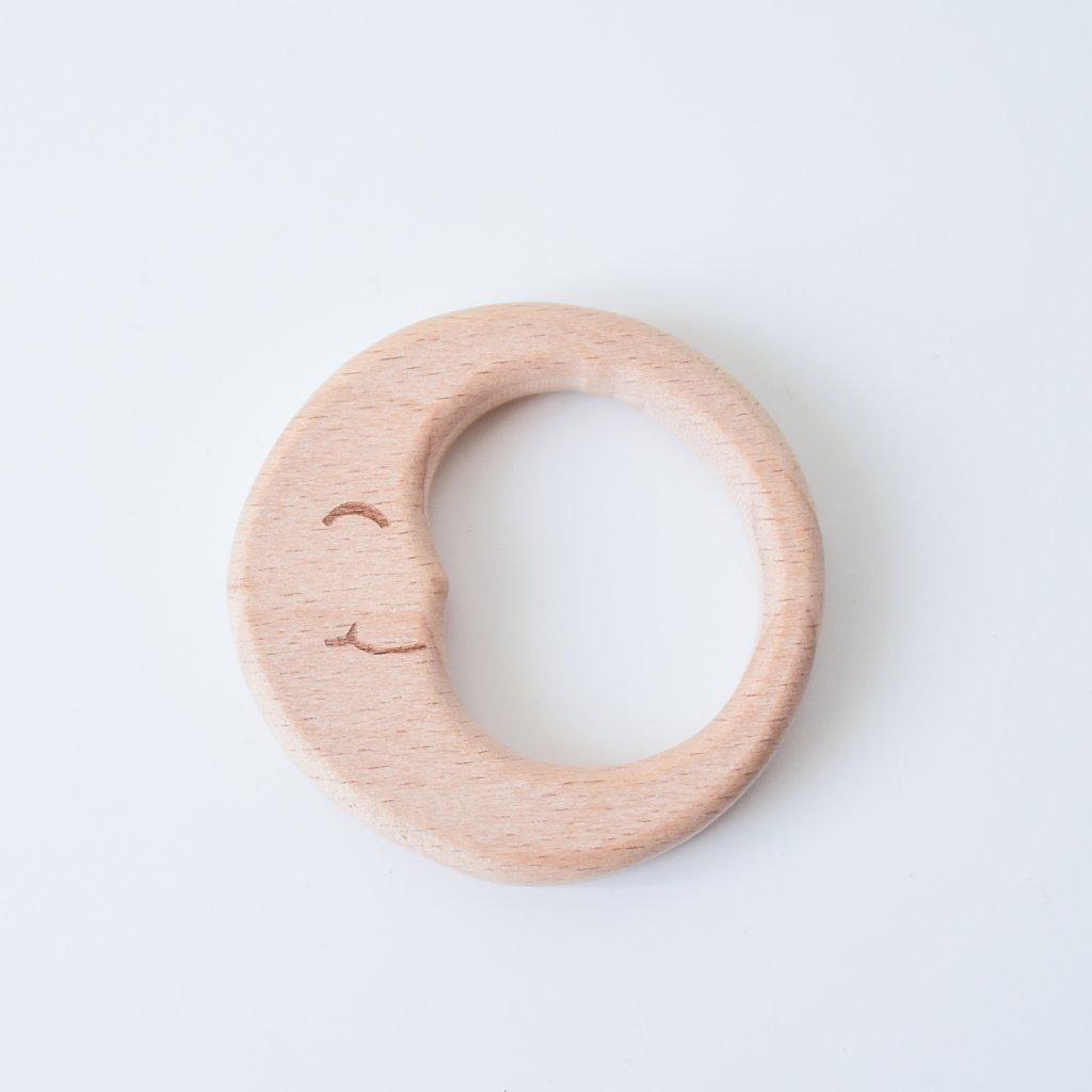Dřevěné kousátko z bukového dřeva Měsíček