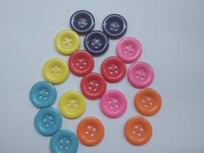 Knoflík čtyřdírkový plastový 20 mm
