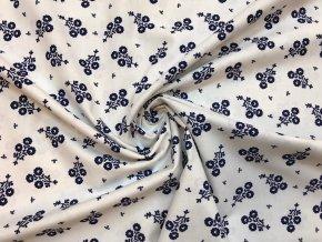 bavlnene platno svazek modrych folklornich kvetu na bile