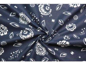 bavlnene platno velke bile folklorni kvety na tmave modre 1