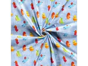 bavlneny uplet barevni ptacci na svetle jeans