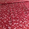 bavlnene platno kvitky bile na temne cervene 2