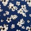 bavlneny uplet kvety velke bile na modre