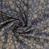 bavlnene platno kolecka a kytky na tmave modre uvod