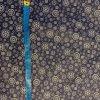 bavlnene platno kolecka a kytky na tmave modre metr
