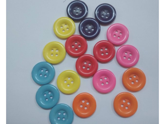 Gombík štvordierkový plastový 20 mm