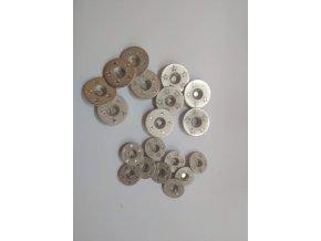 Gombík dvojdierkový plastový kovového vzhľadu strieborný s hviezdami