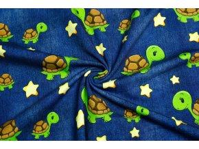 Bavlnený úplet korytnačky na tmavej jeans