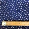 Bavlna drobné biele kytičky na modré 2