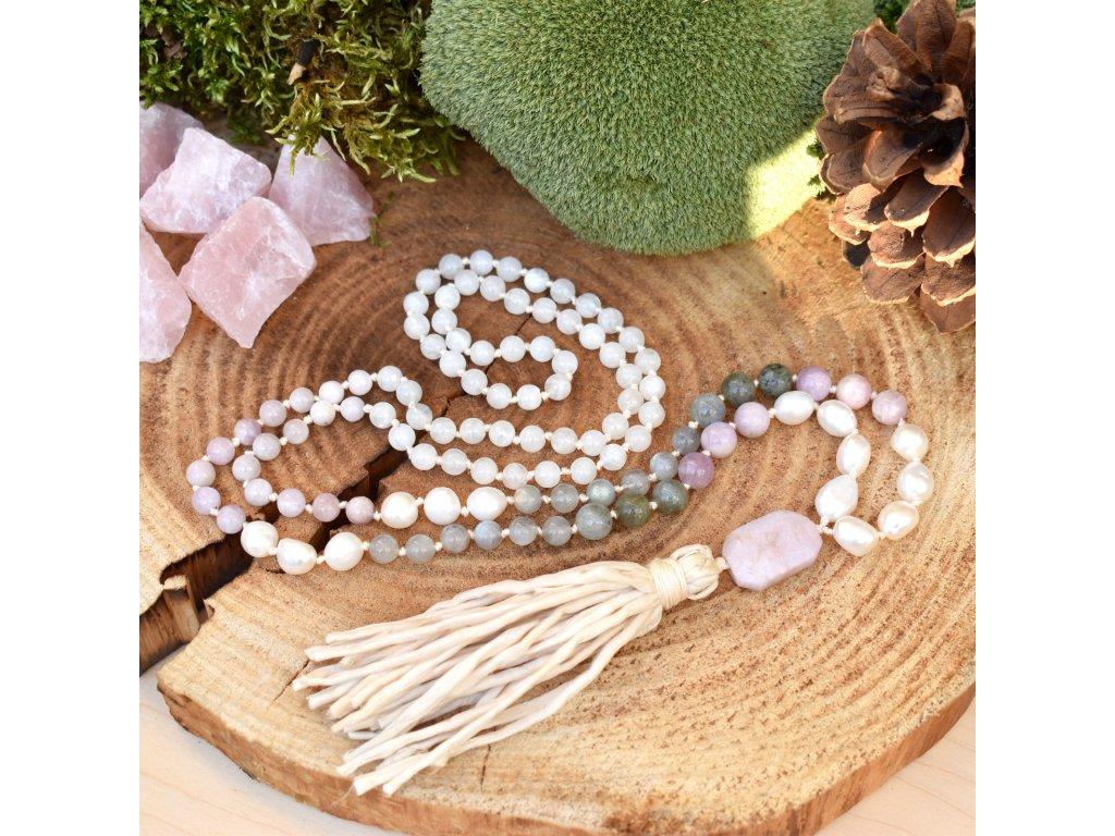 Japa Mála  - SEBEDŮVĚRA A SEBELÁSKA - kunzit, labradorit, říční perly, bílý měsíční kámen, hedvábí