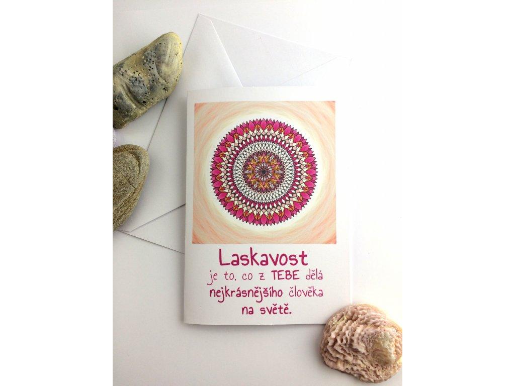 Přání s textem a mandalou Laskavost