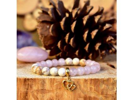 Náramek z minerálů VYZNÁNÍ LÁSKY – madagaskarský růženín, magnezit, propojená srdce, chirurgická ocel gold