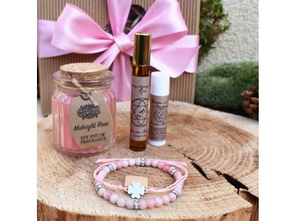 Dárkový balíček pro ženy VNITŘNÍ ŠTĚSTÍ (M) – náramek z minerálů, shamballa náramek, svíčka, balzám na rty, parfém