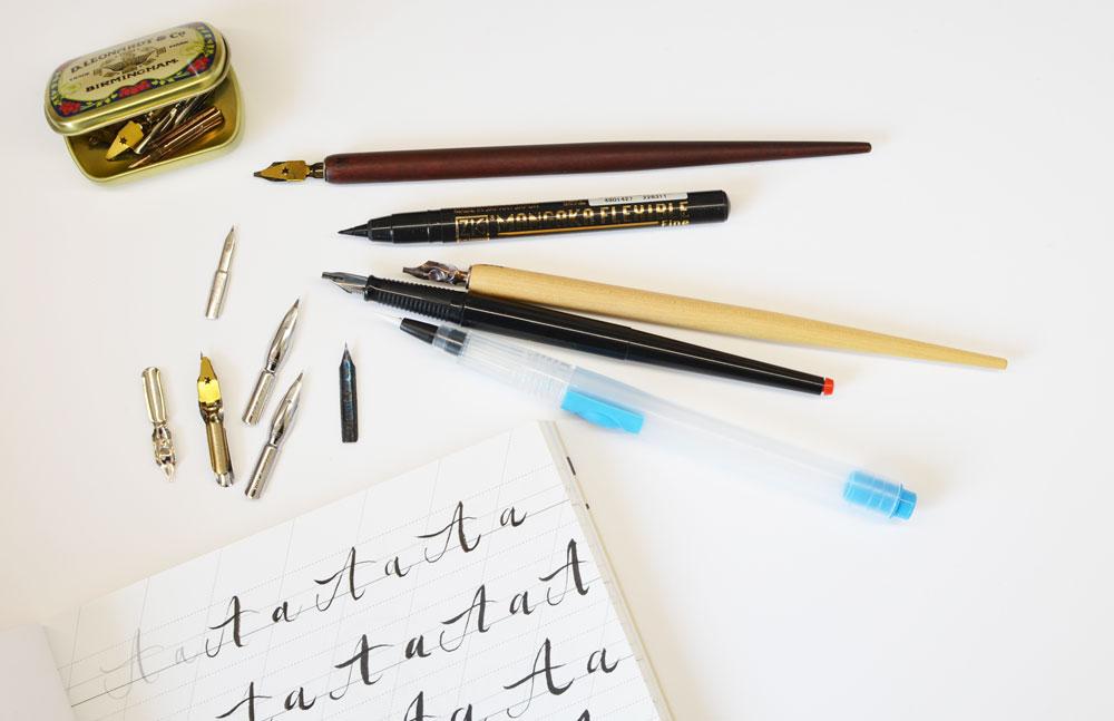 Jaký je rozdíl mezi kaligrafií a letteringem a proč rukopis při učení nehraje roli?
