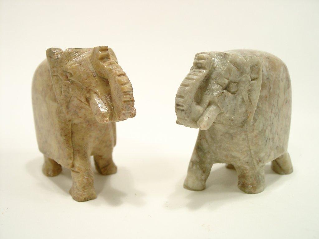 Slon z barevného kamene